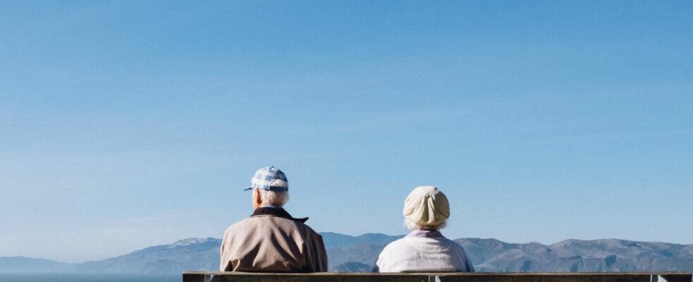 Las personas mayores soportan mayores brechas de género que el resto de los grupos de edad